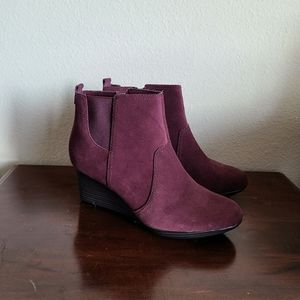 ❤🎯Bergundy Clarks suede LEATHER booties